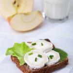 חג שבועות תעשה לך מוצרי חלב? (חלק 1) bread with goat cheese