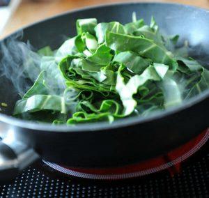 סלט מבושל של עלי מנגולד – ללא גלוטן