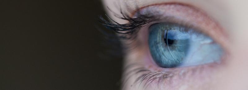 הקשר בן עיניים ואבנים בכליות