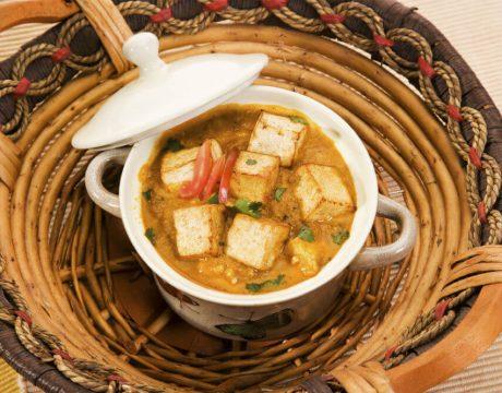 סלטים ומנות ראשונות - Masala or Cheese Cooked in a Creamy Sauce