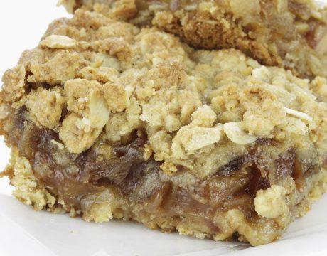 עוגת טו בשבט עם תמרים - קינוחים ומאפים