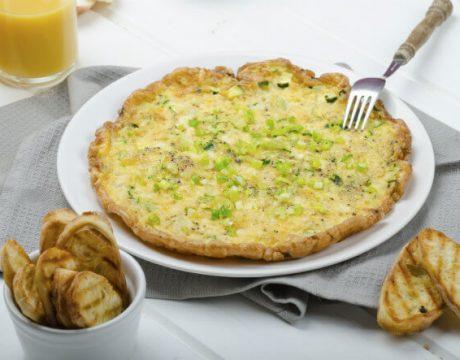 סלטים ומנות ראשונות - Omelette with zucchini and mozzarella cheese, scallions